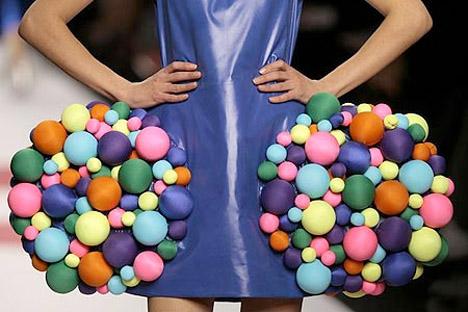 Green_Agatha_Ruiz_de_la_Prada_balls_dress_runway_valentine