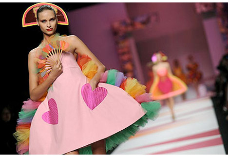 Green_Agatha_Ruiz_de_la_Prada_pink_dress_runway_valentine