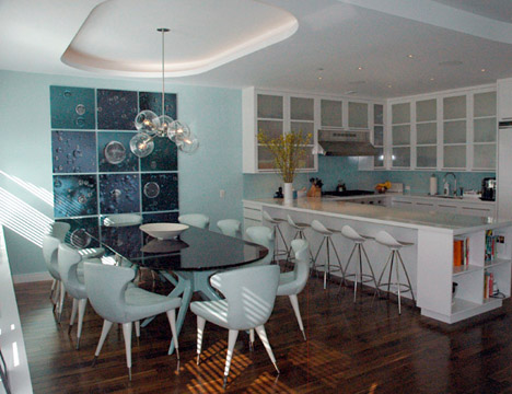 Lindsey_adelman_bubble_chandelier_glass_globes_installation_lamp_dining_room