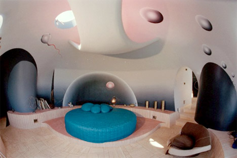 Palais_bulles_bubble_palace_south_france_pierre_cardin_bedroom