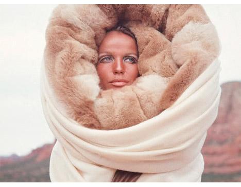 Veruschka_snow_bunny_fur_hood_1968_franco_rubartelli_ski_fashion