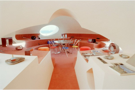 Palais_bulles_bubble_palace_south_france_pierre_cardin_orange_round