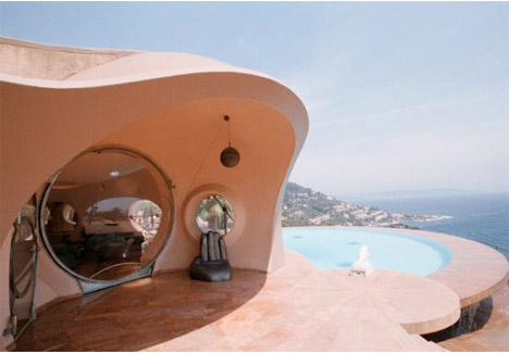 Palais_bulles_bubble_palace_south_france_pierre_cardin_pool_exterior