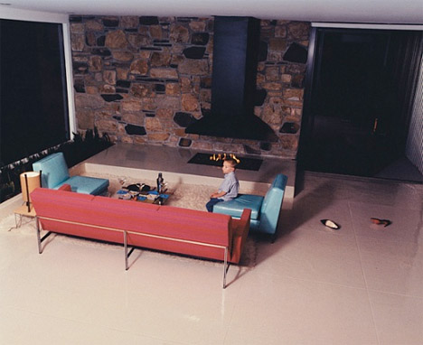 Angelina_jolie_brad_pitt_mid_century_modern_home_couch