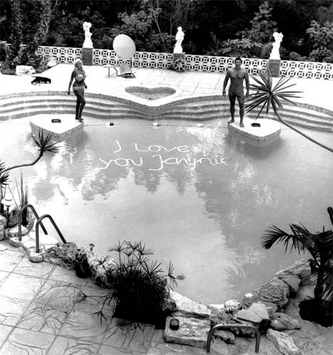 Jayne_mansfield_swimming_pool_i_love_you_janie_pink_palace