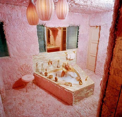 Jayne_mansfield_bathroom_bubble_bath_pink_palace_beverly_hills_shag