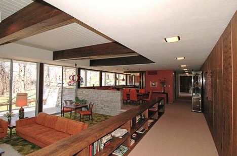 Des_Moines_mid_century_sunken_living_room