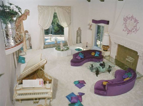 Jayne_mansfield_purple_living_room_pink_palace_beverly_hills
