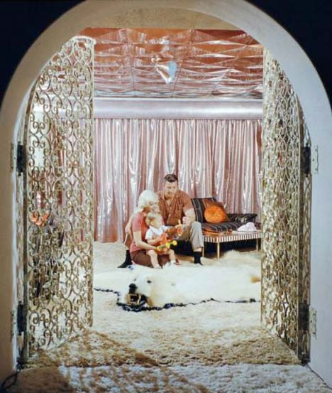 Jayne_mansfield_bedroom_mr_universe_pink_palace_beverly_hills_shag
