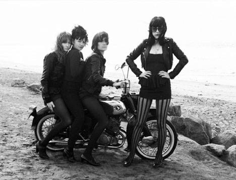 The_dum_dum_girls_band_california_beach