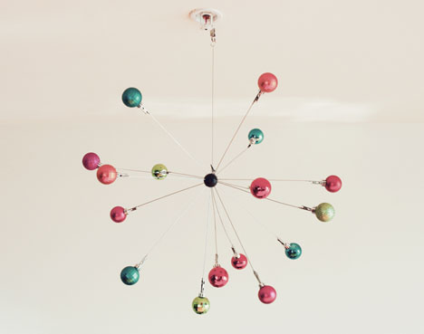 Holiday_Sputnik_Mobile_DIY_picture_ornament_bulbs