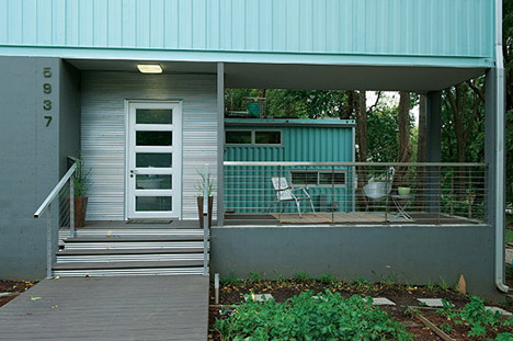 Shipping_container_modern_housing_kansas_Debbie_Glassberg_04