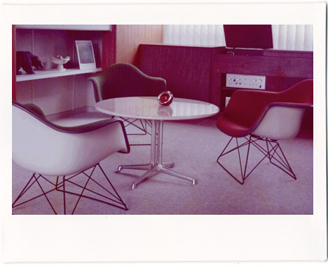 Eames-3-chairs-in-japan-vintage-1967-living-room