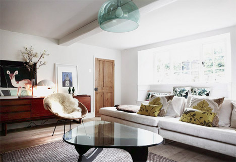 London-house-Kartell-suspension-fly-lamp-noguchi-table