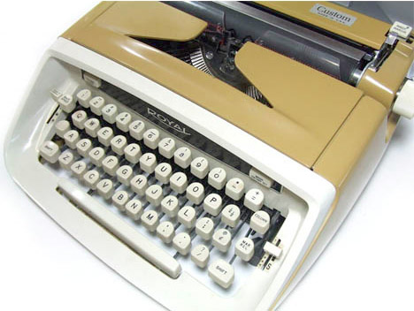 Converted-old-fashioned-typewriter-USB-ipad