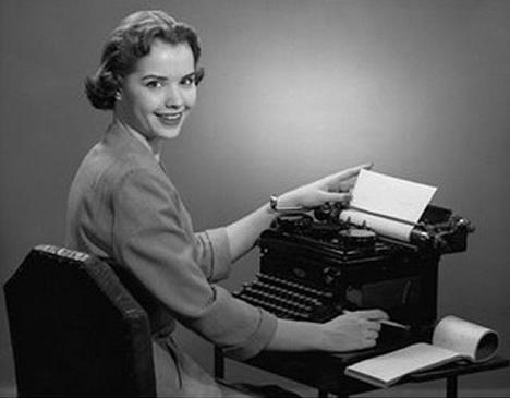 Vintage-retro-secretary-typewriter