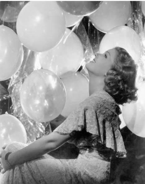 Vintage-glamour-girl-balloons