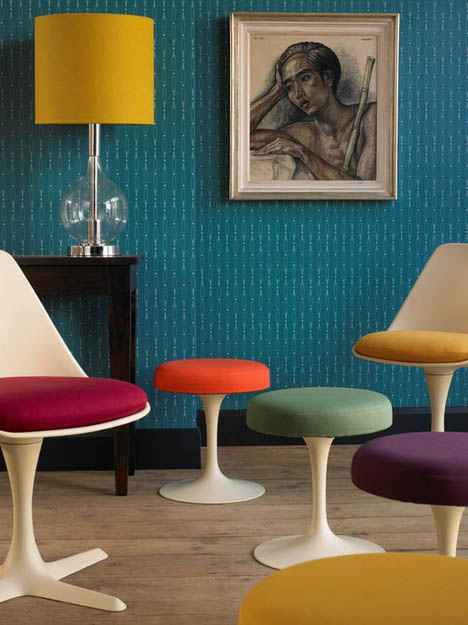 Saarinen-tulip-chairs-teal-wallpaper