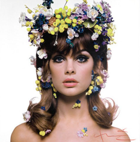Jean-shrimpton-flowers-hair-by-bert-stern