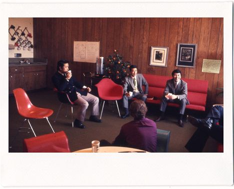 Eames-in-japan-vintage-1967-meeting