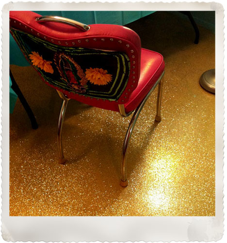 Gold-glitter-floor-concrete-DIY