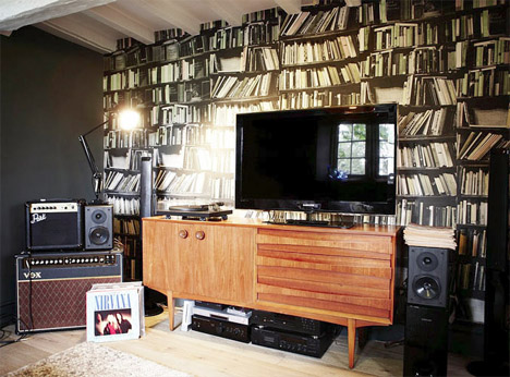 London-mid-century-stone-house-library-wallpaper-nirvana