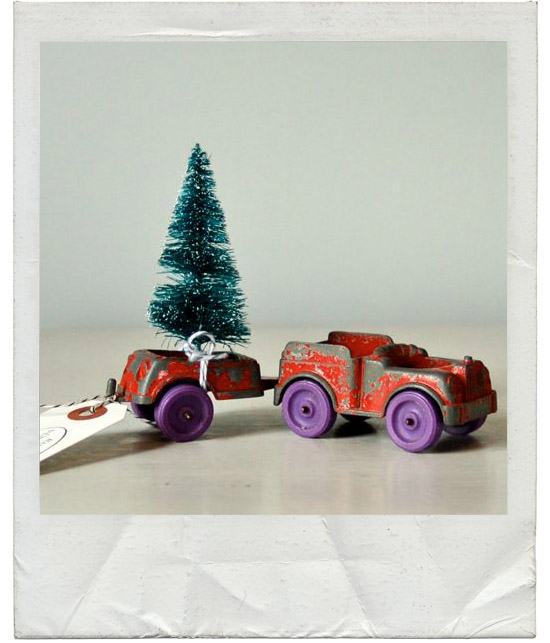 Vintage-junkie-toy-truck-towing-christmas-hoiday-tree