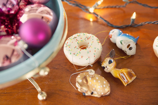 Deer-donut-christmas-tree-ornament-urban-outfitters