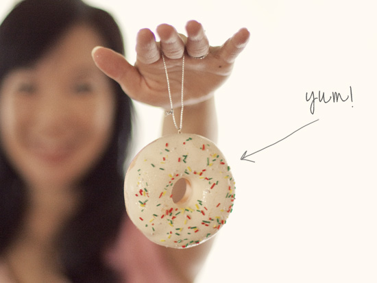 Whorange-donut-christmas-tree-ornament-urban-outfitters