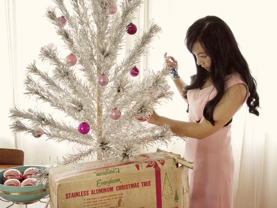 Whorange-happy-holiday-vintage-aluminum-tree-decorating-2