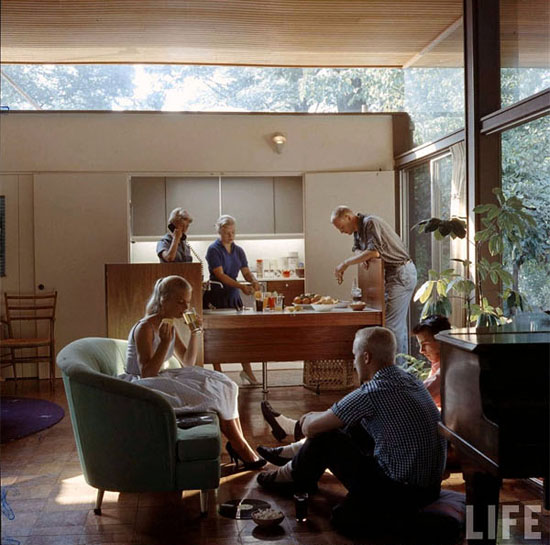 Mid-century-LIFE-Magazine-1958-Beattie-Residence-cocktails