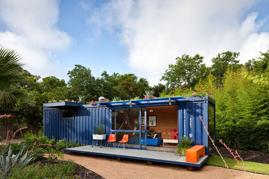 Poteet-architects-modern-shipping-container-guest-house-6