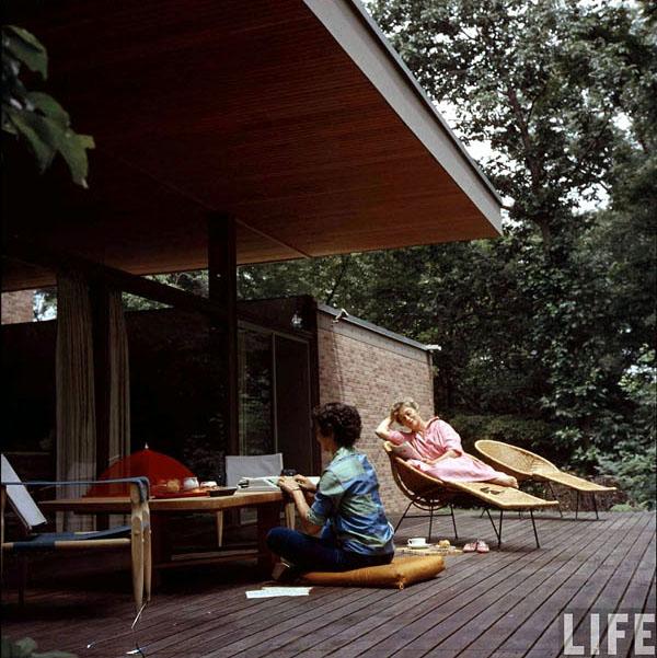 Exterior-mid-century-LIFE-Magazine-1958-Beattie-Residence