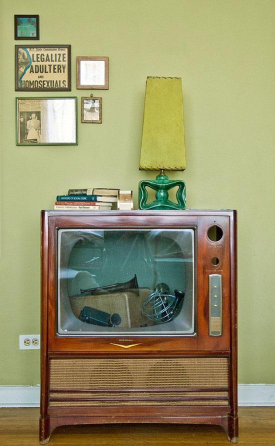Liz-Cook-press-and-fold-design-vintage-criagslist-apartment