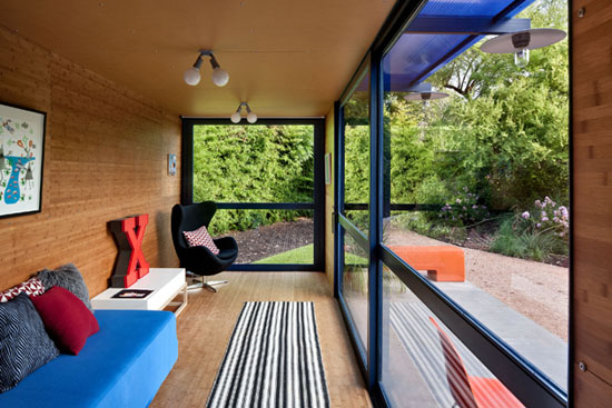 Poteet-architects-modern-shipping-container-guest-house-5