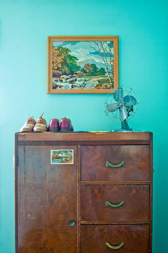 Liz-Cook-press-and-fold-design-vintage-criagslist-apartment-turquoise-walls