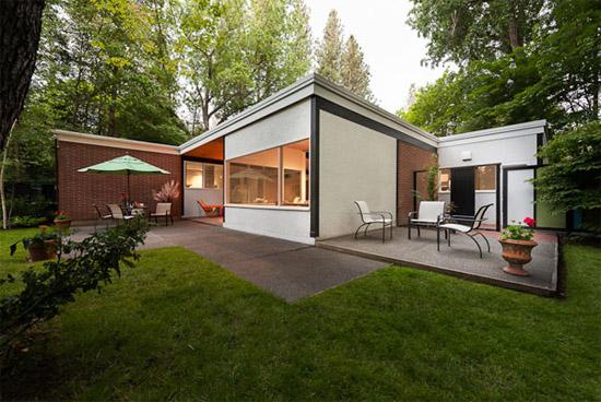 Bruce-Walker-mid-century-exterior-back-Ferris-house