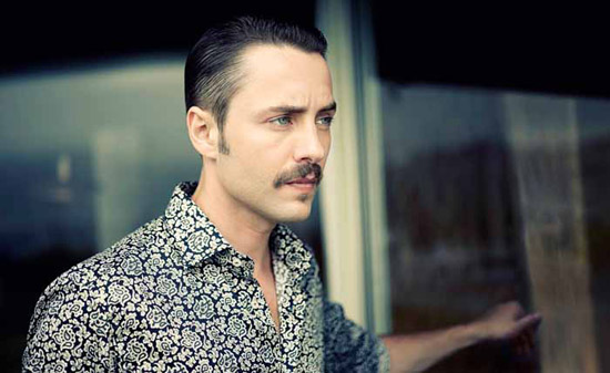 Vincent-Kartheiser-Etro-pete-campbell-1970s-style