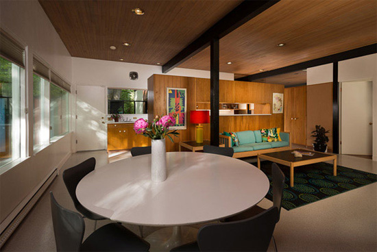 Bruce-Walker-mid-century-saarinen-dining-table-Ferris-house
