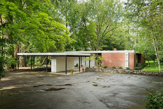 Bruce-Walker-mid-century-exterior-front-Ferris-house
