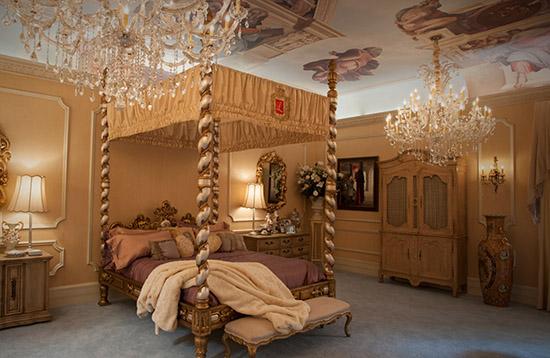 Liberace master bedroom set Behind the Candelabra