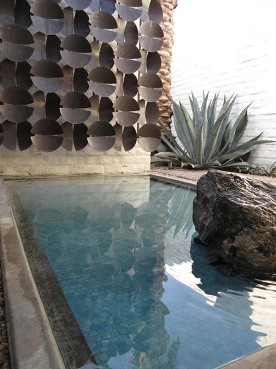 Architect Thomas Morbitzer palm Springs house exterior pond