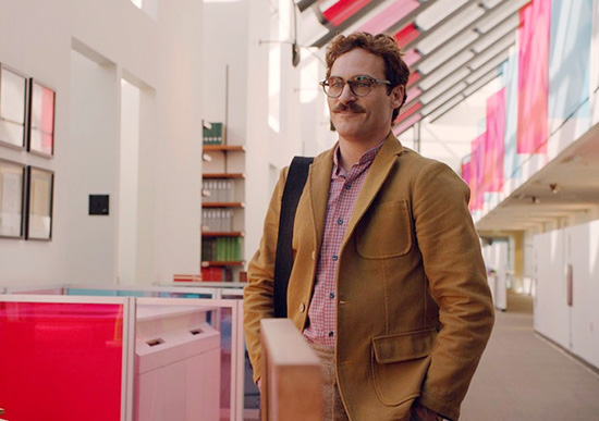 Joaquin phoenix colorful office set production design Her by spike jonze
