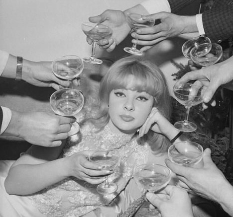 Happy_new_year_champagne_vintage_glam