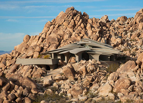 Joshua Tree supervillain house by Kendrick Bangs Kellogg