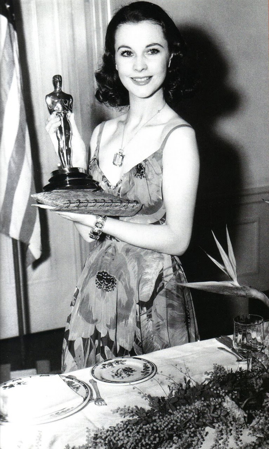 Vivien leigh oscar 1940 gown with the wind