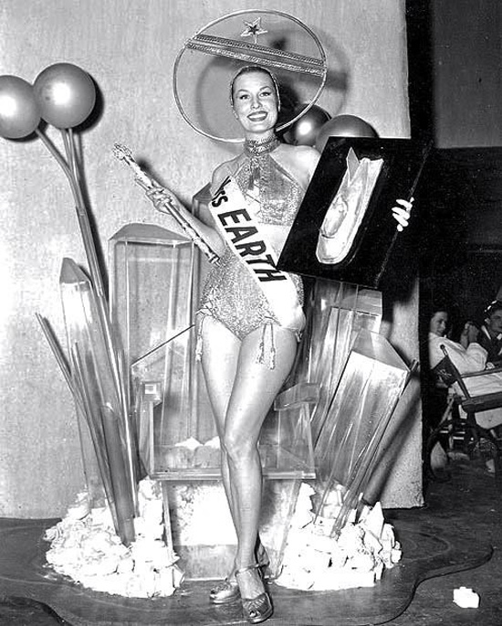 Mrs Earth beauty pageant