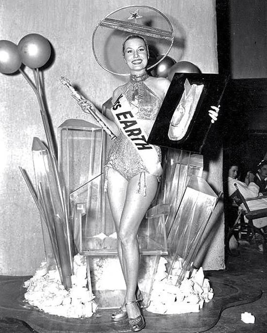 Mrs Earth beauty pageant