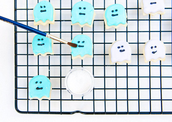 Royal Icing Pastel ghost cookies Halloween-50-Exposure