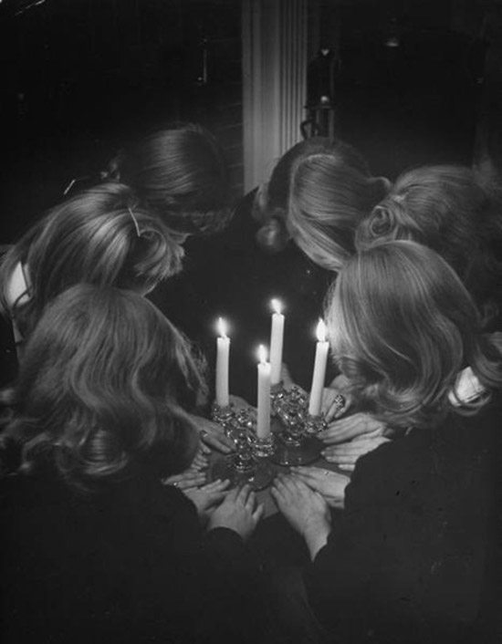 Girl seance realness